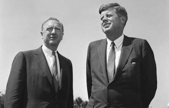 1963. 2 Septembre. Same age: Anchor Walter Cronkite interviewed JFK in an extended version of CBS Evening News in Sep. 1963. Both were 46 years old. Both were war vets. www.lberger.ca