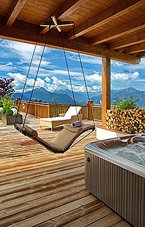mirabell chalet terrasse mit whirlpool und schwebeschaukel s dtirol hotels pinterest. Black Bedroom Furniture Sets. Home Design Ideas