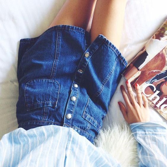 Wanted : une jupe trapèze en jean brut boutonnée sur le devant (jupe Urban Outfitters)