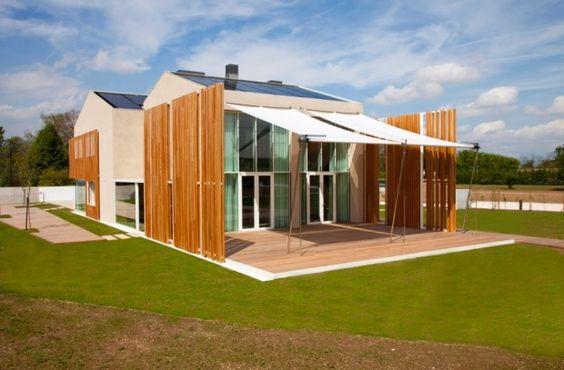 Casa italiana é feita com materiais recicláveis e produz 100% de sua energia