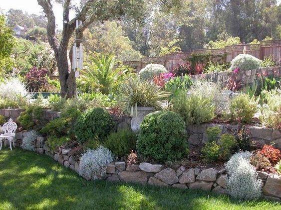 Am nager son jardin en pente conseils pratiques et photos d co fils et design for Amenager son jardin avec des vivaces