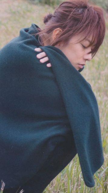 ゆるまとめ髪スタイルの佐藤健の髪型