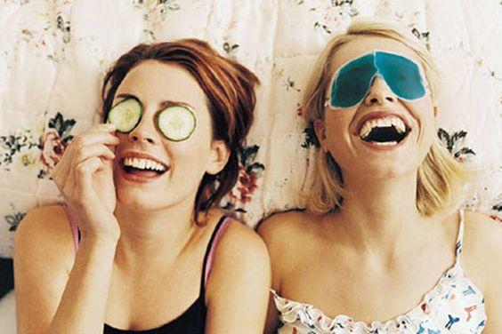 Zaubert eine Gurkenmaske wirklich schöne Augen? Oder macht Lip-Balm abhängig? FIT FOR FUN stellt Volksweisheiten zum Thema Schönheit auf den Prüfstand – und Sie können mitraten. Eins aber gleich vorweg: Das mit den Gurken ist eine Ente
