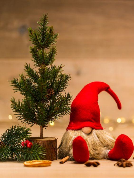 ¿Estás buscando un mensaje conmovedor, gracioso y original para felicitar las fiestas a tus seres más queridos? ¡Que no cunda el pánico! En Diario Femenino hemos recopilado las 116 frases de Navidad y Año Nuevo 2019 nunca antes vistas. ¡El 25 y el 31 de diciembre arderá el WhatsApp! ¡Prepárate!
