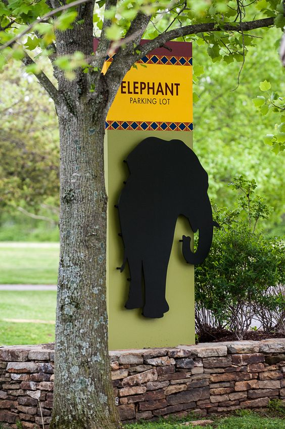 nashville zoo parking lot section signs monument sign