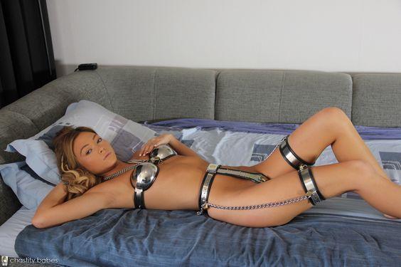 Girls in chastitybelts /Keuschheitsgürteln: Foto