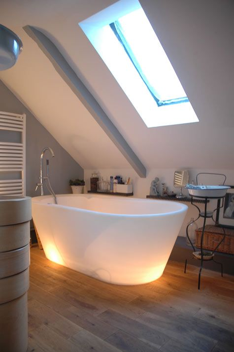The tub is soft polypropylene, so it gets softer when filled with hot water.