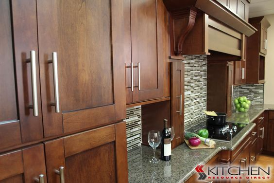Shaker maple brandywine photo gallery by for Brandywine kitchen cabinets