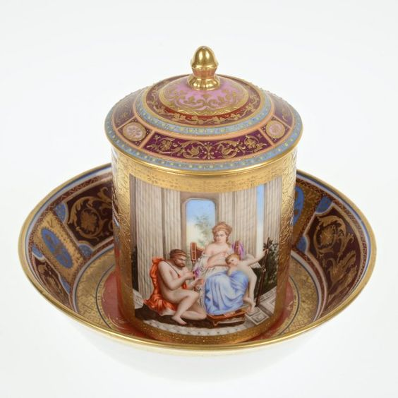 19th-20th century.Nice Royal Vienna porcelain cup and cover : Lot 2012