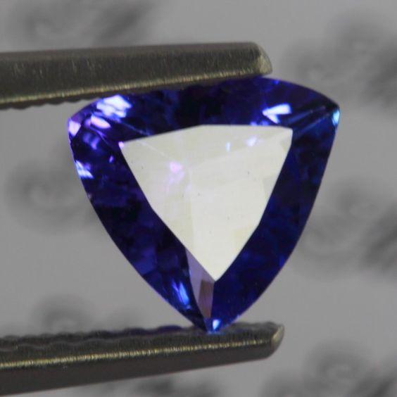 0.75CT NATURAL TANZANITE Gem Type Natural Tanzanite Quantity 1 Piece Weight 0.75ct Size 6.4x6.3x3.2mm Color Purplish Blue Clarity VVS Hardness7.0 Mohs scale TreatmentHeated OriginTanzania