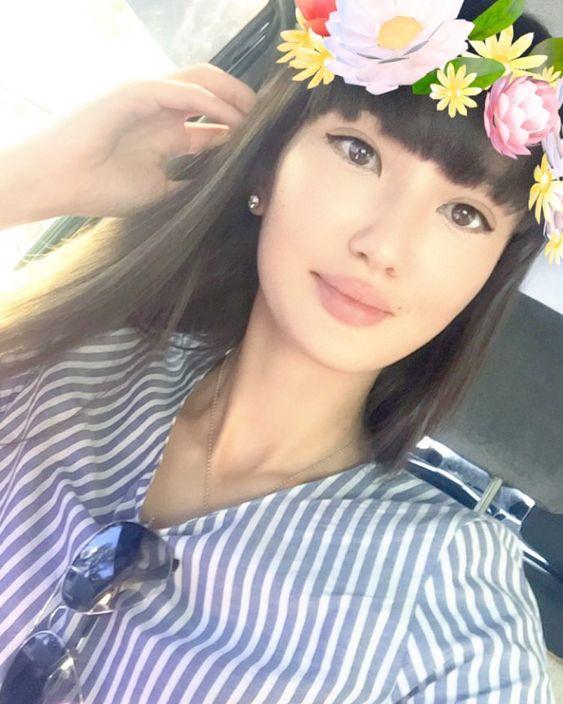 アプリで花冠を被っているサビーナ・アルシンベコバのかわいい画像