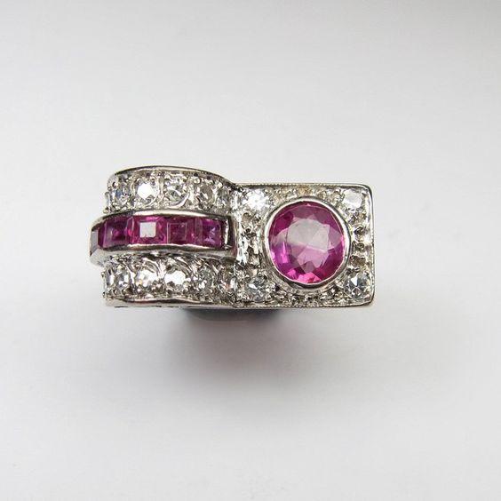 #1940s #cocktailring #rubies and #diamonds #antiquejewellery #shoponline -- available on our website -- #legioiedifunaro #anello #anni40 #rubini #brillanti #gioielliantichi #gioielleria #milano