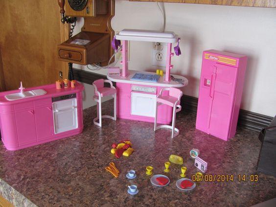 Kitchen playset 1992 barbie doll barbie vintage barbie for Doll kitchen set