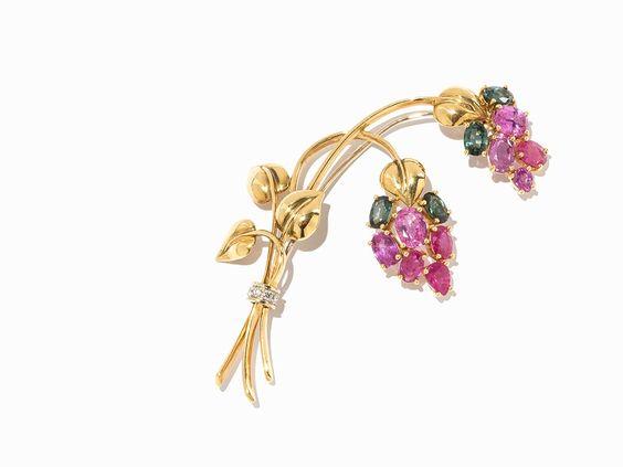 Floral Brooch with Sapphires & Brillant Cut Diamonds, 18 K Gold, mis en…