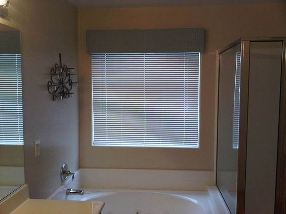 full_Master_Bath_Window_Cornice_1312157322.jpg (800×600)