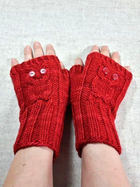 Fingerlose Handschuhe für Damen aus warmer weicher Wolle. Farbe: Rot meliert, handgefärbt Material: 100% Wolle Größe: Handschuhgröße 7 (M) Maße: