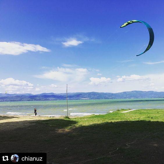#Repost @chianuz  Trasimeno lake #trasimeno #trasimenolake #kite #kitesurfing #instagram #instag_app #love #photooftheday #photo #style #north