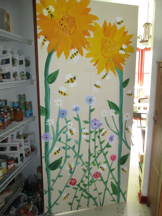 This is the mural my daughter painted on the inside of my pantry door.  I love it!  LOVE IT!  LOVE IT!  And it's full of bumble bees too!