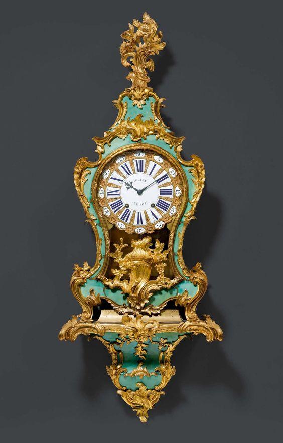 GRÜNE HORNPENDULE, Louis XV, das Zifferblatt und Werk sign.