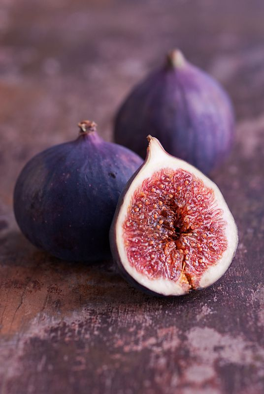 Richard Bloom Figs Bressingham, Norfolk Two and half figs on a table. A simple and rustic looking still life showing both the form and rich colour of the fruit as well as the intricate internal structure. http://www.igpoty.com/competition03/Commended_EdibleGarden_4.asp?parent=commended: