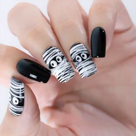 Easy Mummy Nails With Spider Gel By Yagala Trendy Nails Holloween Nails Pretty Acrylic Nails