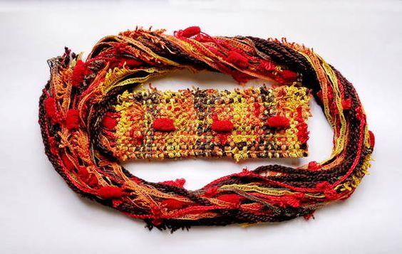 Gola ou mini cachecol de fios tramada em tear manual