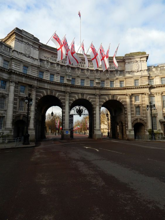 FUCKITANDMOVETOBRITAIN — fuckitandmovetobritain:   Admiralty Arch, The...