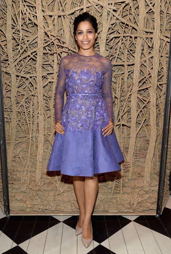 Pin for Later: Best Dressed: Die schönsten Looks der ganzen Woche Freida Pinto in Elie Saab Der Star aus Slumdog Millionär zeigte sich bei einem Screening in New York in einem lila-farbenen Traum des libanesischen Designers.