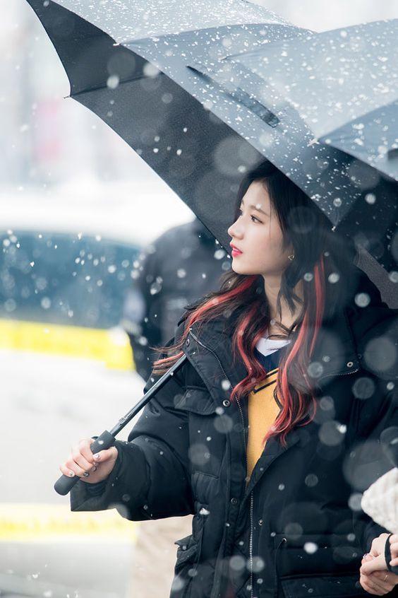 Ngắm loạt hình dưới tuyết của Twice, fan xuýt xoa: 'Hóa ra thiên thần là có thật' - Tiin.vn