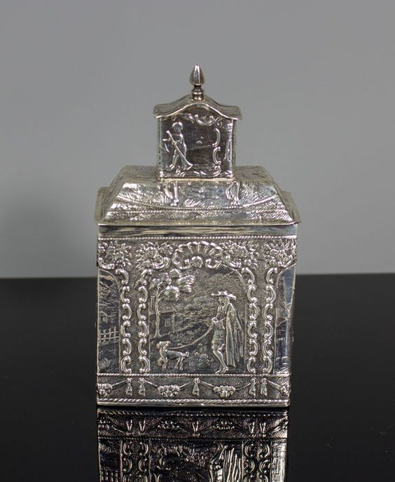 Catawiki online auction house: Silver tea caddy, the Netherlands, import marks for London, 1899