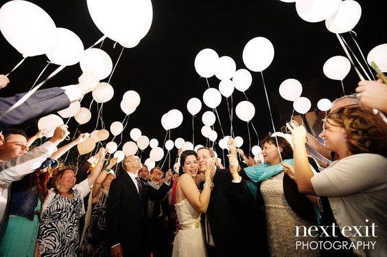 Globos con led idea boda de noche - Blog Odilia Bridal
