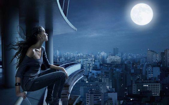 Bajo la #luna: Tan inalcanzable. Sobre la #ciudad