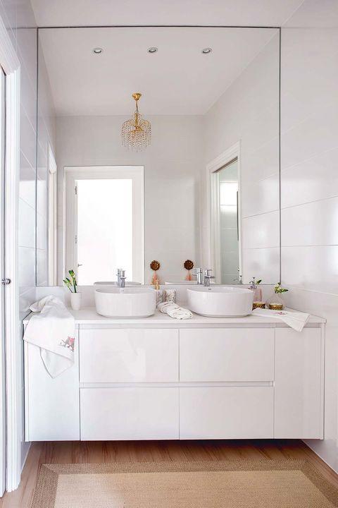 Un cuarto de baño blanco y muy actual | Muebles cuarto de ...