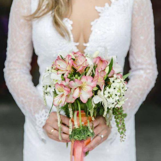 Die 22 Allerschonsten Sommer Brautstrausse In 2020 Brautstrausse Spitzen Hochzeiten Hochzeitskleider Spitze