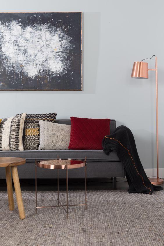 Salon Gris Cosy Zuiver Deco Cuivre Or Rose Sur La Lampe Sur Pieds