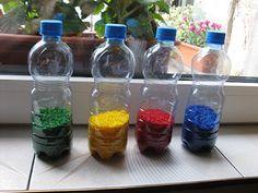 Kolorowe butelki sensoryczne + 5 pomysłów na zabawy