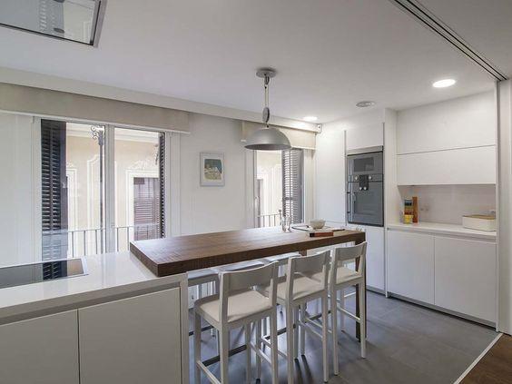Una cocina moderna conectada con el sal n offices for Una cocina moderna
