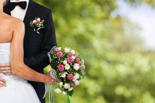 Paare Die Angst Vor Der Ehe Haben Blumenhochzeit Gunstige Hochzeit Ehe