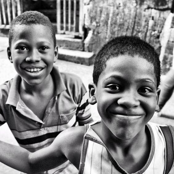 Chamitos de la zona popular de Petare, 12 de Octubre les encanta ser fotografiado y brinda lo mejor de ellos
