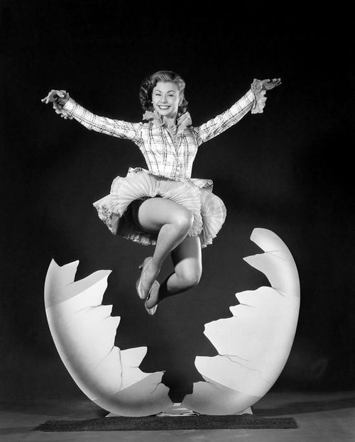 Gleeful Easter wishes from Mitzi Gaynor. #vintage #actresses #Easter: