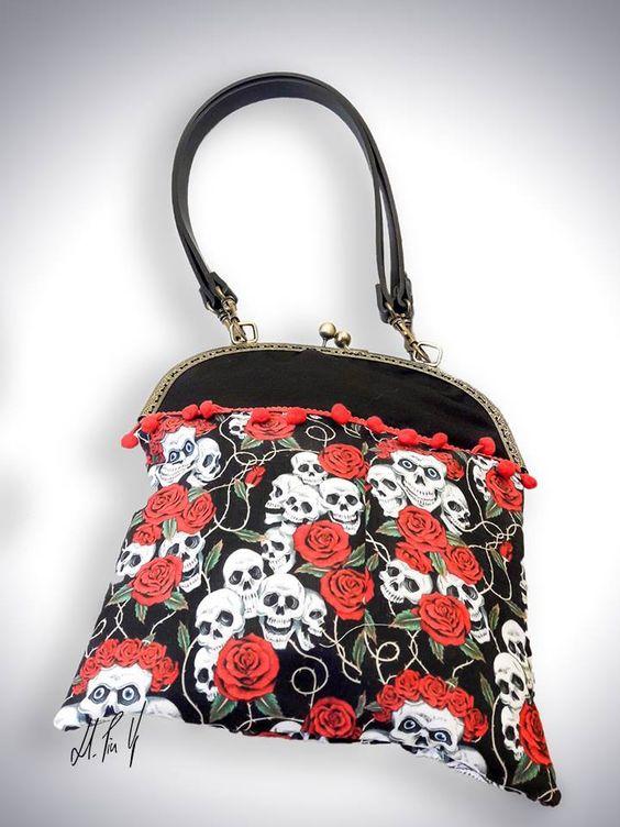 Bolso Pin Up Skull&Roses. Puedes ver mas modelos de bolsos retro en www.hadaspinup.com #bag #bolso #pinup #rockabilly #retro