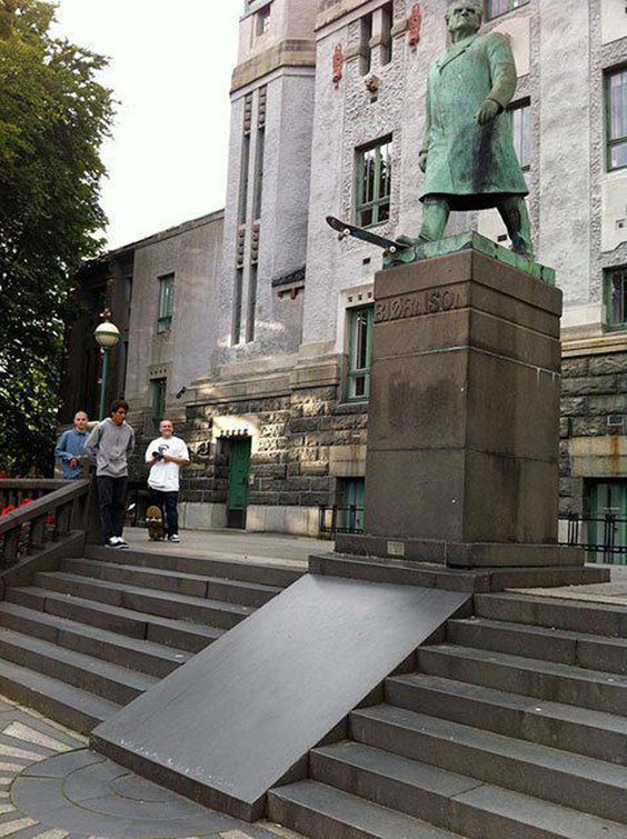 More Fun With Statues (12 pics) | No Need to ApplyNo Need to Apply