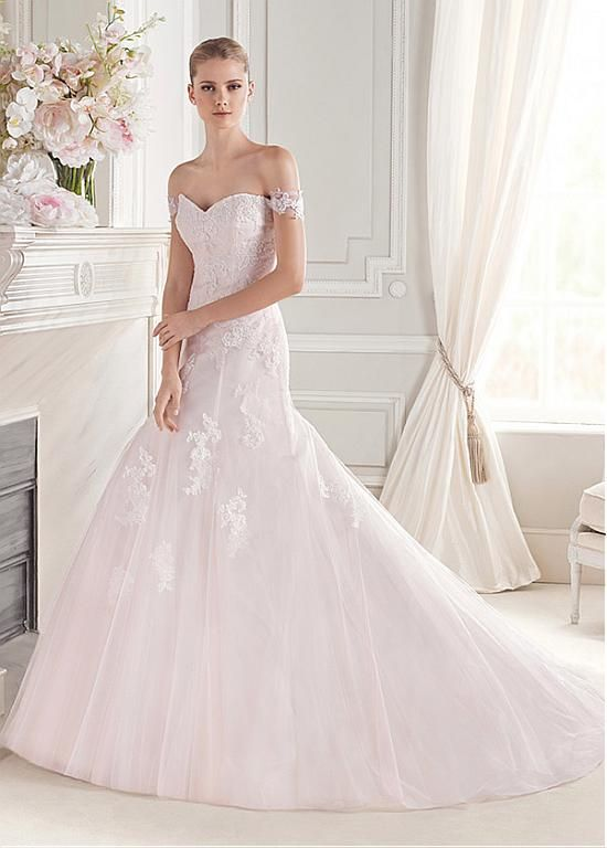 Elegant Tulle Off-the-shoulder Neckline Natural Waistline A-line Wedding Dress With Lace Appliques