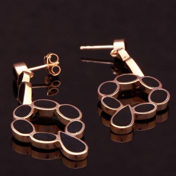 Brinco banho de ouro base oval  onix com formas de gotas e ovais. Clique na imagem para comprar.
