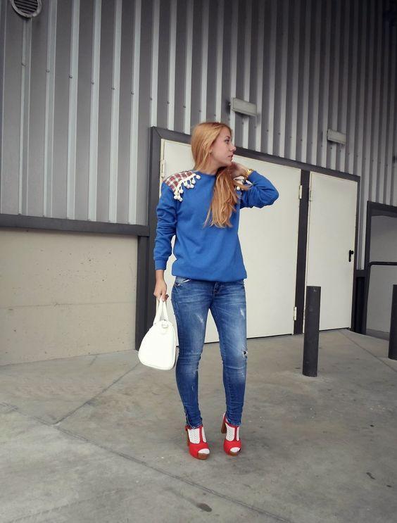 La prenda cómoda y funcional para un LOOK casual chic... y viste diferente!   También en color navy! > http://www.colettemoda.com/producto/sudadera-navy-tartan/