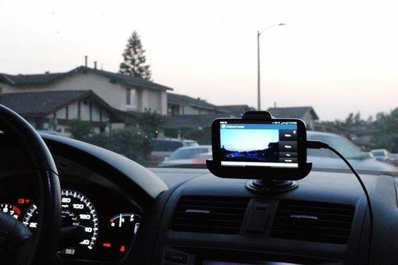 Graças ao YouTube você sabe que dirigir na Rússia pode ser muito perigoso. Mas você sabe por que raios os russos usam tantas câmeras de painel? O FlatOut explica.