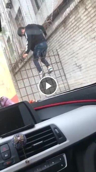 Foi pular a cerca cedeu mal.