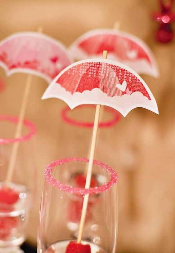 Umbrella Party Ideas | Cute umbrella for baby shower | Tables and Party Ideas