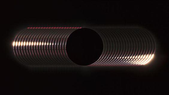 Cette image d'éclipse solaire totale a été faite en Indonésie sur l'île de Sulawesi. C'est en fait une superposition de plusieurs images durant le lapse de temps que dure ce phénomène rare. Les protubérances rouges sur le haut de l'image montrent de gigantesques éruptions solaires. Ce cliché remporte le premier prix dans la catégorie «Notre Soleil». Le Figaro