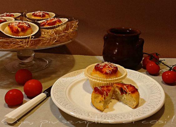 Muffin di pizza, ricetta rustica semplice. http://blog.giallozafferano.it/oya/muffin-di-pizza-ricetta-rustica/